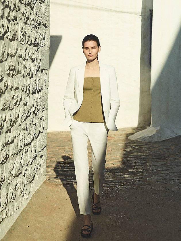 Discover A Wardrobe in Linen.